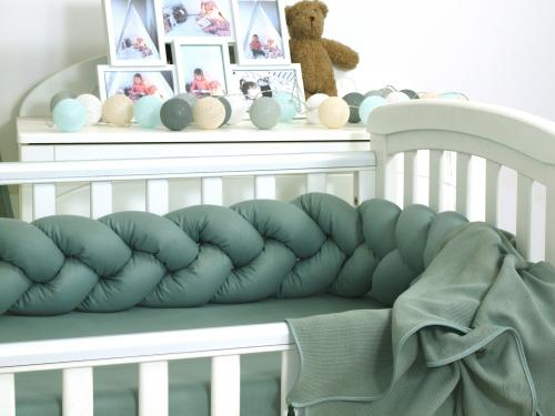 Jolie protectie impletita pentru patut si baby nest pure salvia - 210*21 cm - Camera bebelusului - Lenjerii patut