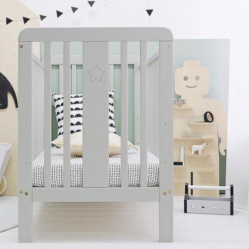 Patut bebe din lemn masiv - star baby gri cu saltea cocos spuma cocos - 120 x 60 cm - Camera bebelusului - Patut copii