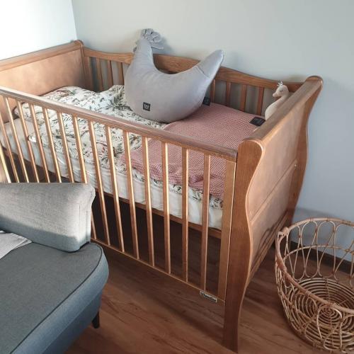Patut din lemn masiv - pentru bebe noble vintage cu saltea cocos spuma cocos - 120 x 60 cm - Camera bebelusului - Patut copii